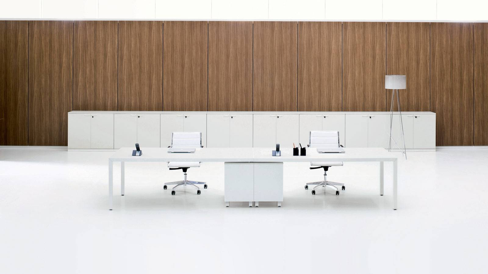 contemporary office furniture by ambostudio e Grazia Azzolin for Archiutti