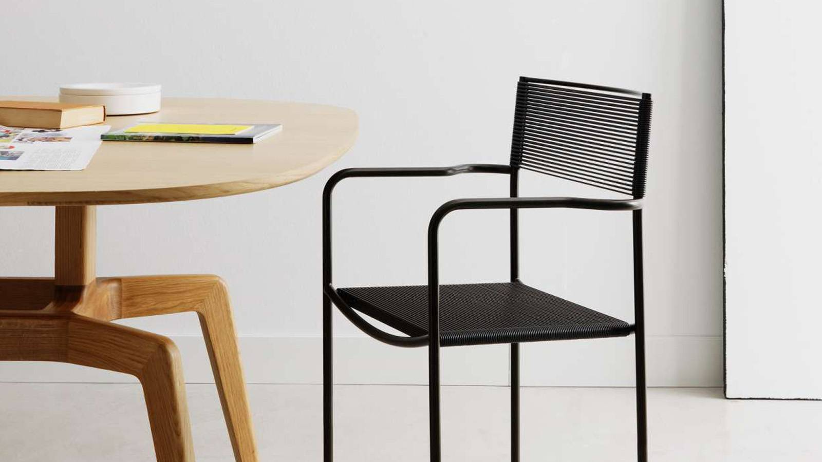 spaghetti chair black armrests alias design