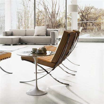 Mies van der Rohe design poltrona Barcelona saarinen side table