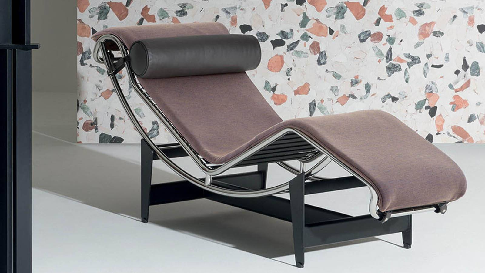 Design Armchair: chaise lounge LC4 by Cassina in a living room